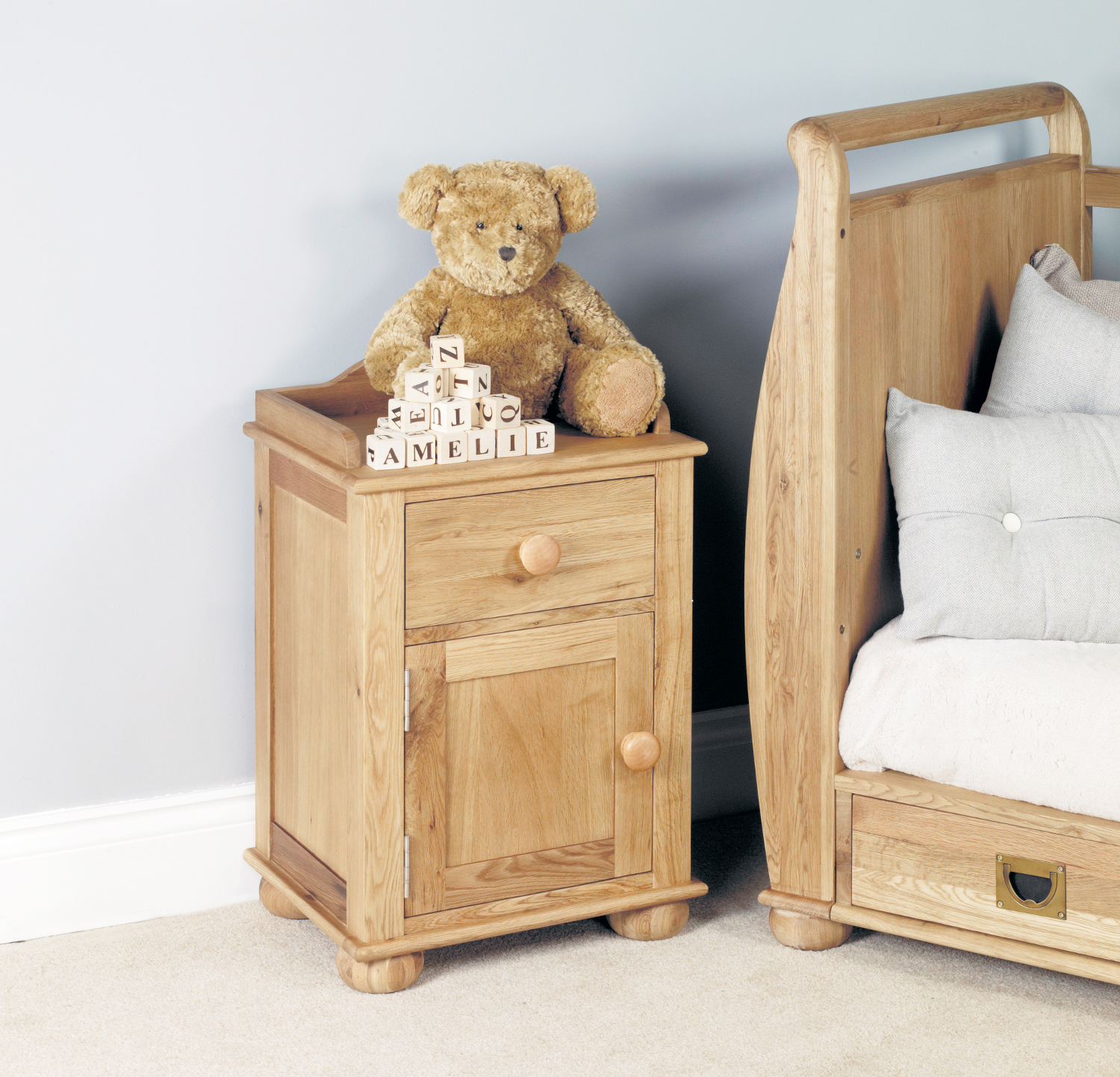 Amelie Oak Bedside Cabinet (one door one drawer) (Amelie Oak Bedside Cabinet (one door one drawer))
